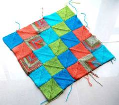 Self-making blanket